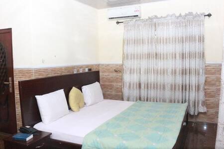 L & L Executive Hotels - Standard Room