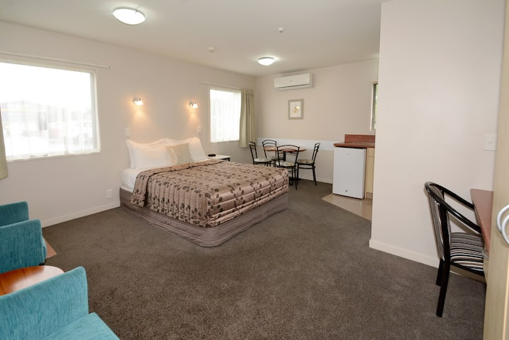 One Bedroom Spa Bath Unit at Bella Vista Mosgiel