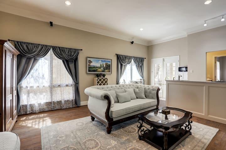 The Bonaparte Suite - Central Houston Luxury