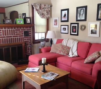 A lovely cozy brick home - Ház