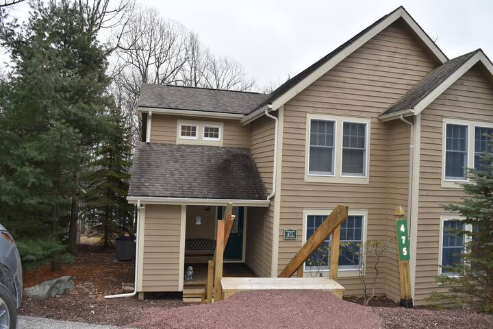 Cozy Modern Private Townhouse 3 Bedrooms 2 Baths