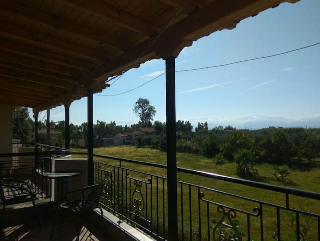 Comfortable 3 bedroom maisonette in Eratini