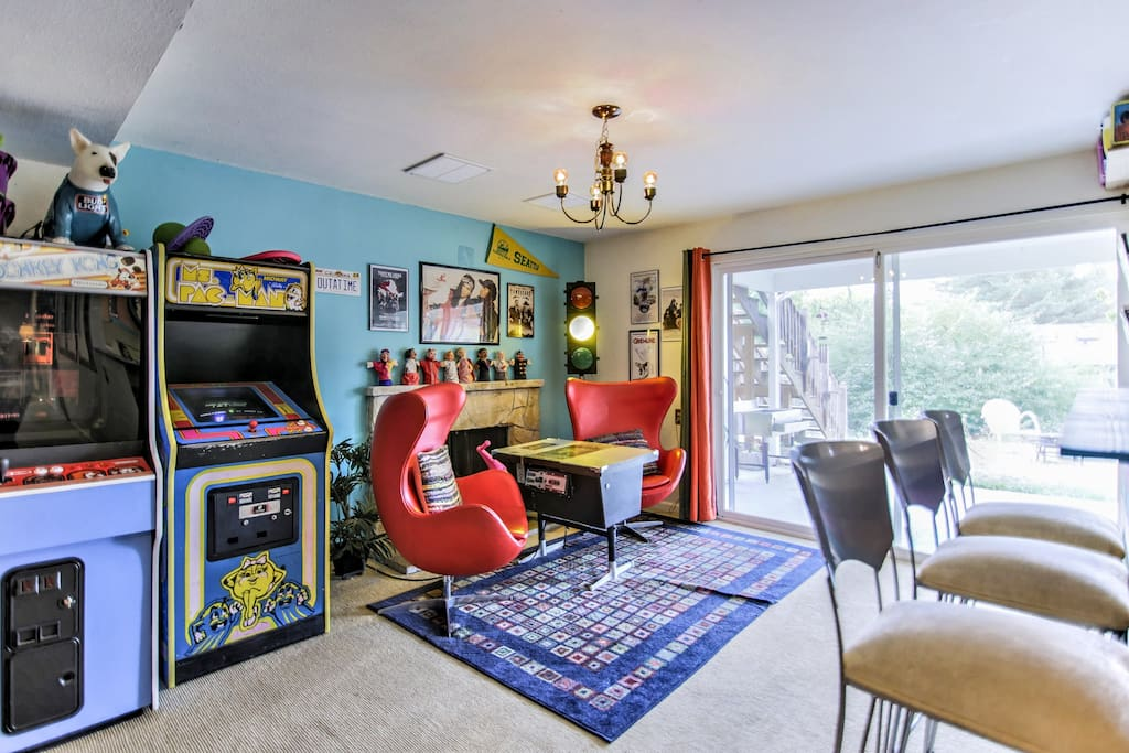 80 S Time Capsule For Kids At Heart Houses For Rent In
