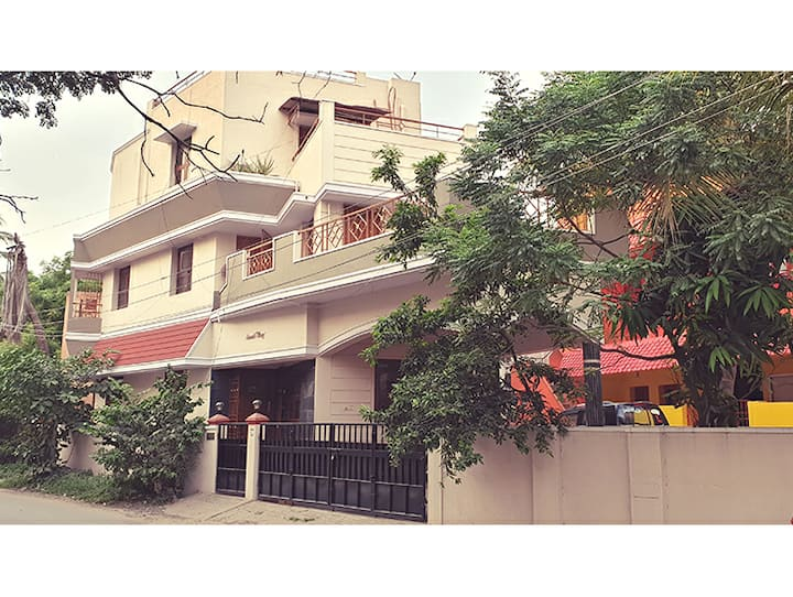 Chippy Apartment Furnished Comfy 1bhk @Velachery