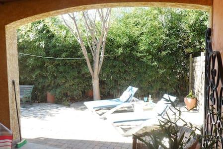 1 bed apartment & private garden - Ortaffa