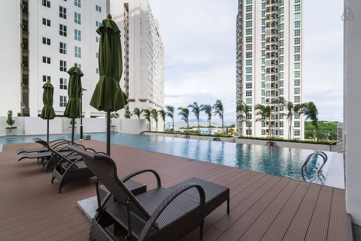 Modern Cozy Suite in Town | Pool View & FREE WiFi - Jelutong - Departamento