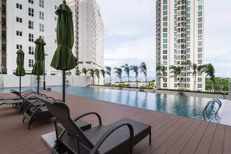 Modern Cozy Suite in Town | Pool View & FREE WiFi - Jelutong