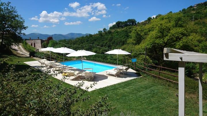 Il Boschetto tra Marche e Umbria-Canapegna village