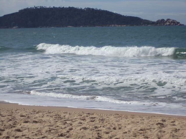 Praia Campeche- CASA vista  mar 50m da praia