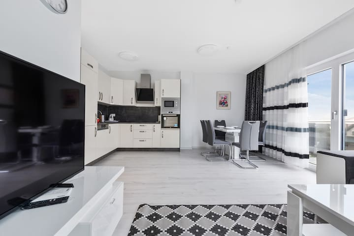 Rooftop apartment w/ terrace, private garage & A/C