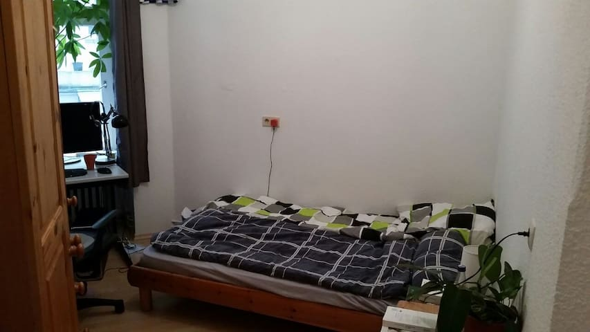 Room close to central Berlin