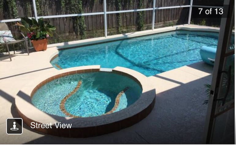 Screened in Heated Pool! With Hot Tub!