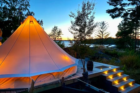 Glamping Deluxe with great comfort & privacy, Möja