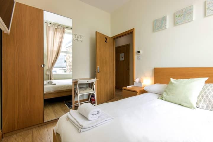 Beautiful and comfy room near Paddington for 2
