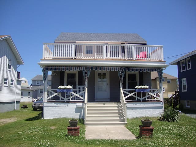 Charming 4-BR Furnished Beach House - Hull - Casa