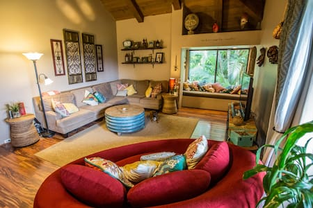 boutique tropical traveler hideaway - india room - 타운하우스