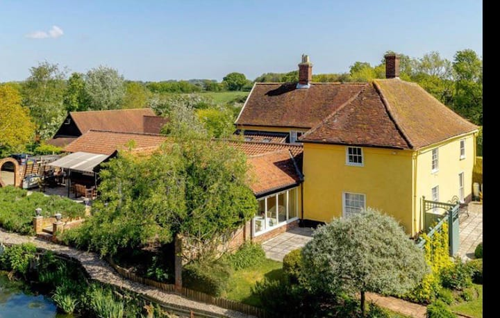 Private annexe in stunning Suffolk farmhouse
