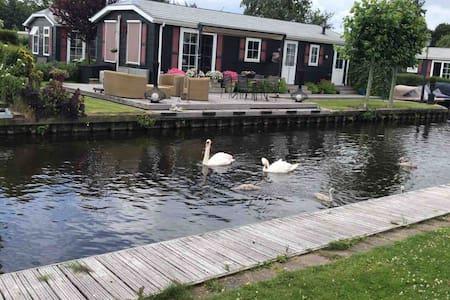 诗情画意的小屋羊角村一号 Luxurious pastoral house in Giethoorn