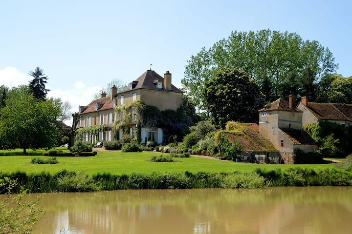 Lovely Mansion with Pond in Champvert