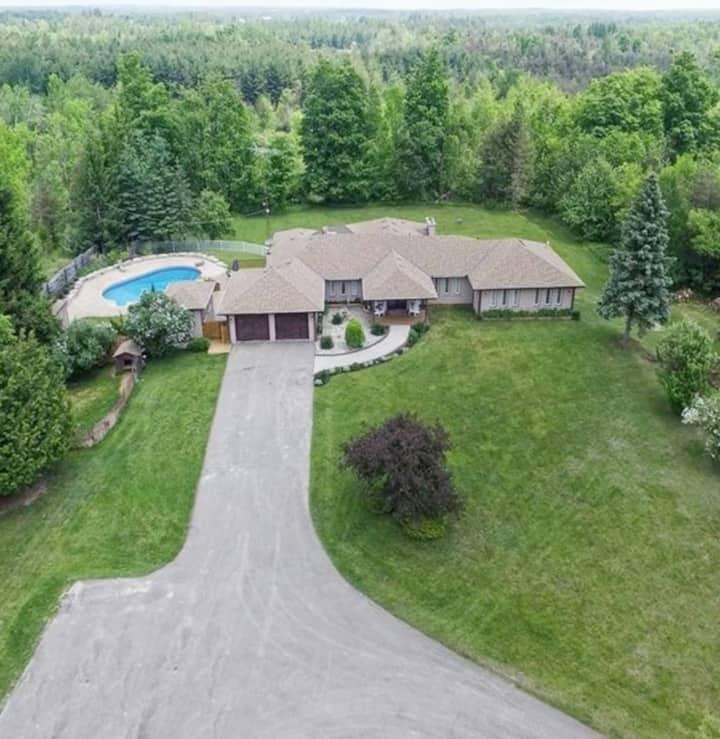 36 Acres Luxury Estate - Family & Weekend Getaways