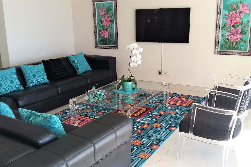 Second tv lounge