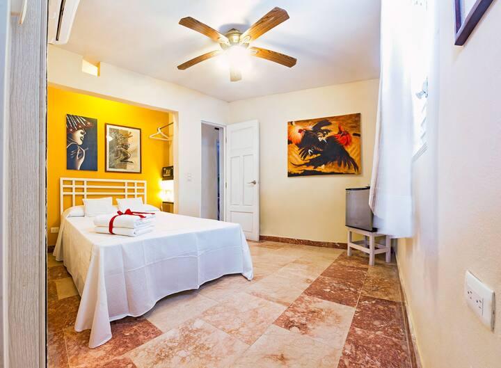 Cozy private room-CUB, AA+2PAX+TV/ LEYMAR House