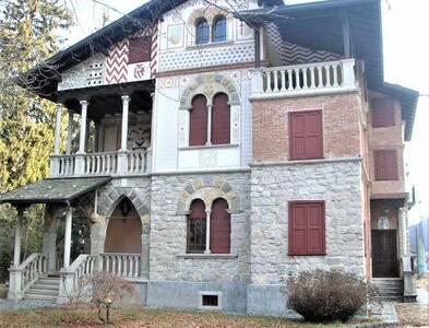 Splendida villa manzoniana a Maggio di Cremeno