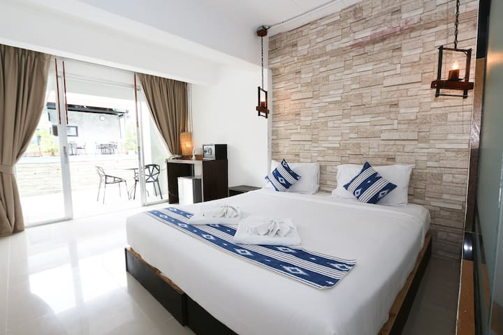 Pool View Double Bed Room in Patong Resort!