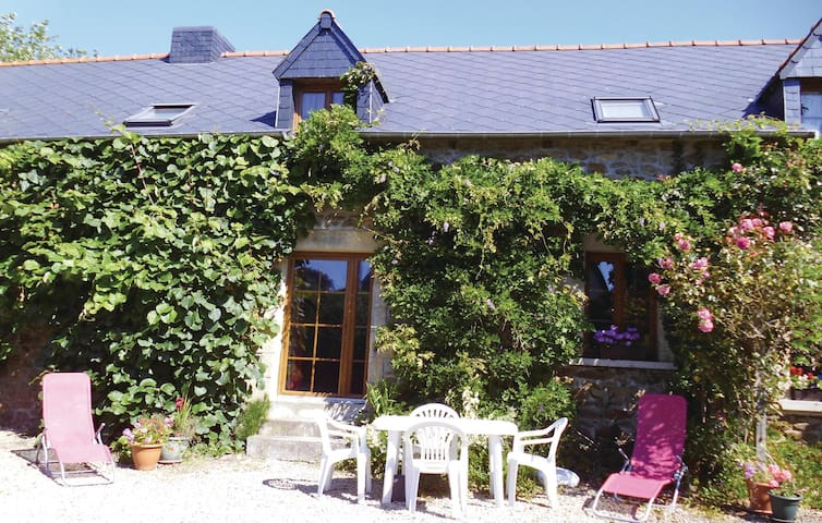 Holiday cottage with 4 bedrooms on 108m² in Pluduno