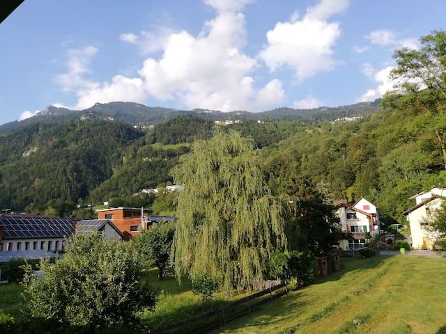 Privatzimmer mit Blick in die Natur/Berge