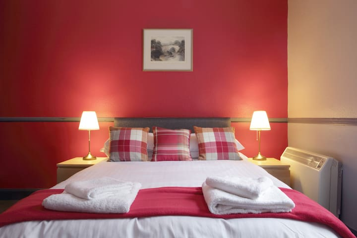 City centre holiday apartment (Sleeps 4