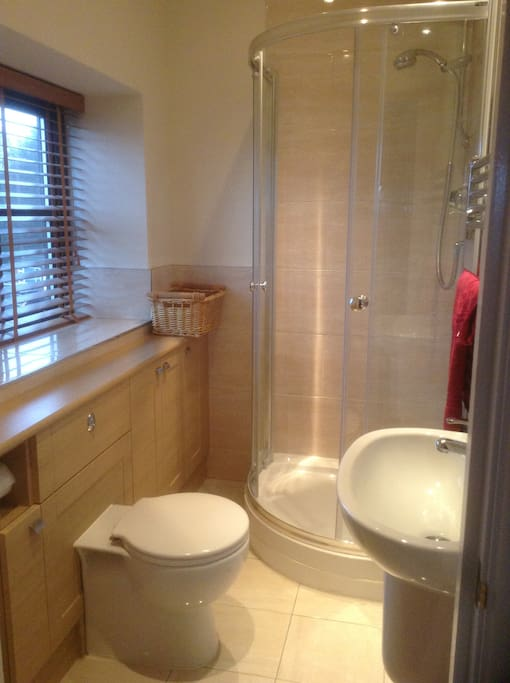 en-suite bathroom to the double bedroom