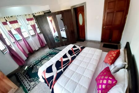 JUNGLE VILLA  PRIVATE ROOM with wifi  IN ANJUNA