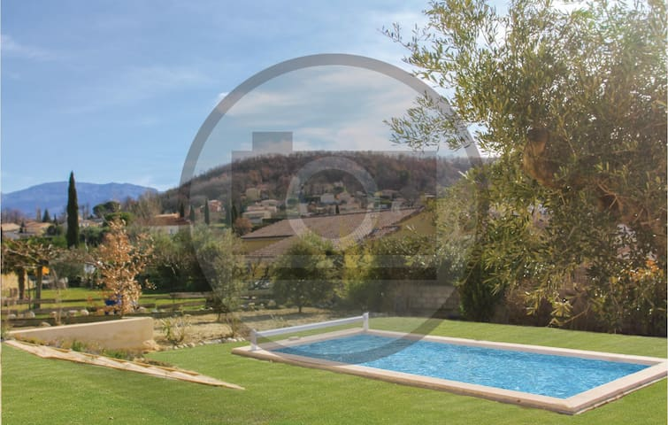 Semi-Detached with 4 bedrooms on 276 m²