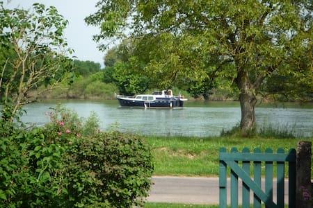 Maison de vacances en bord de rivière - Châtenoy-en-Bresse