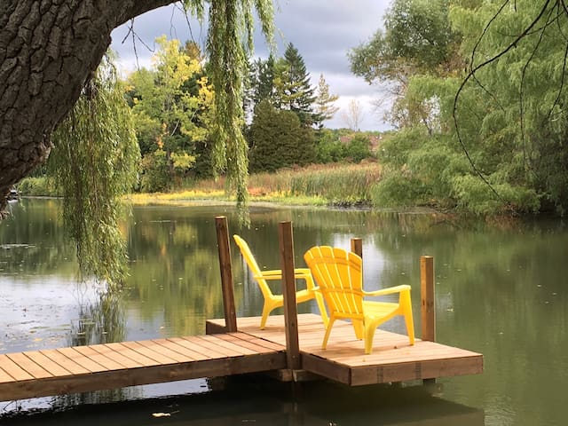 Willow Creek Cottage - Waterfront- Sleeps 7 -Relax - Niagara Falls - Casa