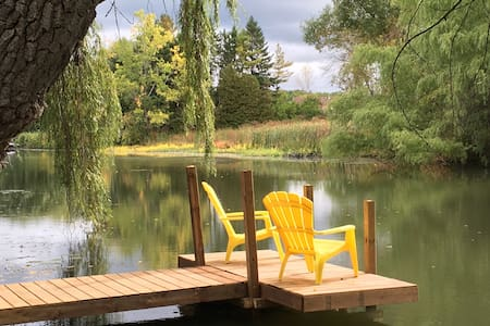 Willow Creek Cottage - Waterfront- Sleeps 7 -Relax - Niagara Falls