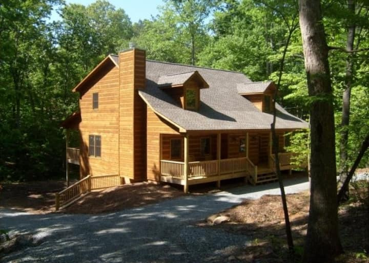 Dream Catcher - Huge 6 Bed Room Cabin on a Large Lot with Game Room, Fire Pit & Hot Tub.