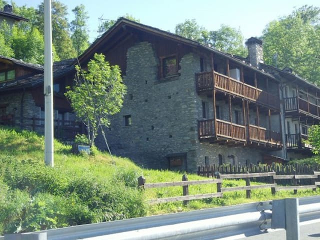 Malarz Alps Apartment by holidayngo