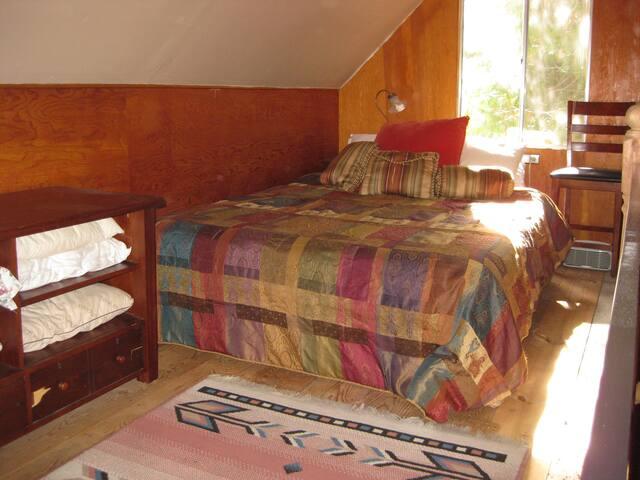Upstairs loft: bed