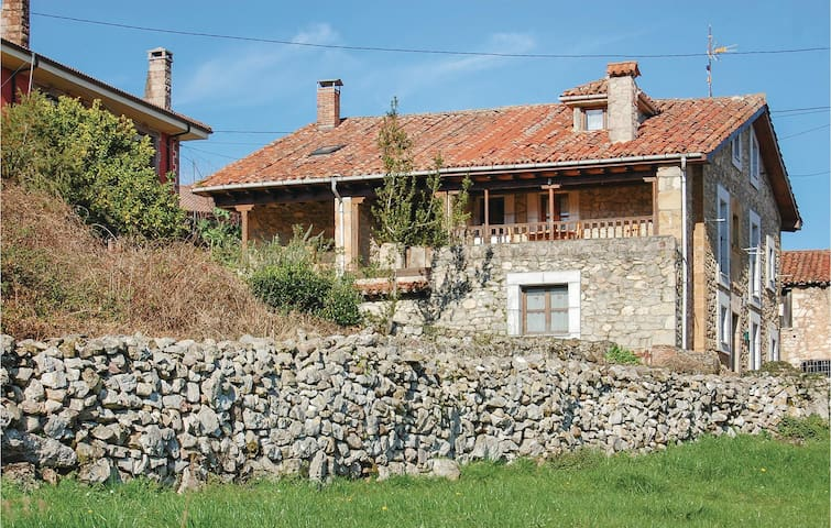Semi-Detached with 3 bedrooms on 62m² in Cabrales