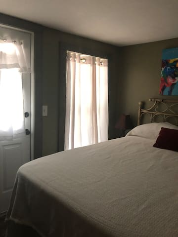 Lower bedroom with door to private side porch (full sz bed)
