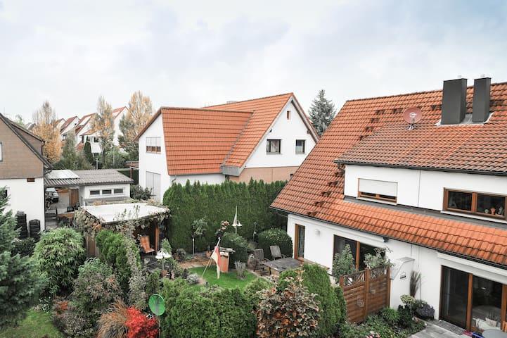 Kleines Zimmer in Weinstadt - Weinstadt - Dům