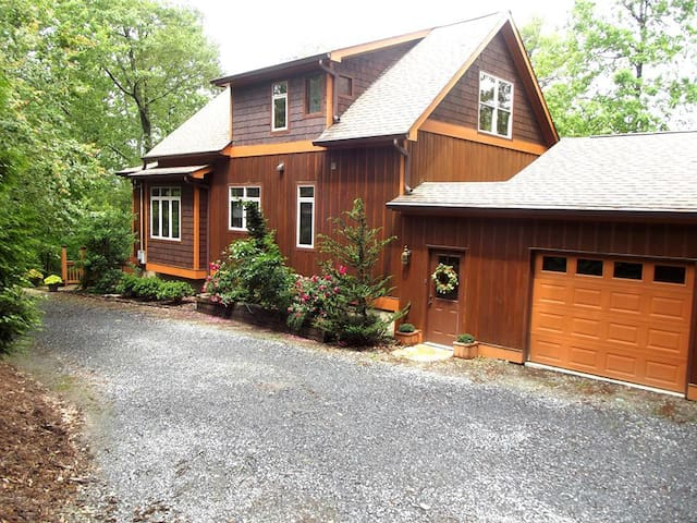 Rustic Elegance at Fernwood on top of Ft Mountain