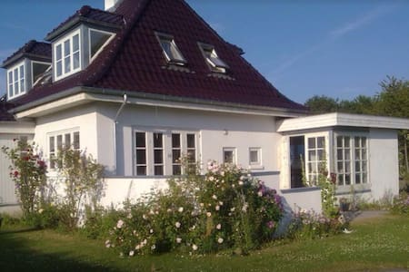 "House with lots of Danish ""HYGGE"" 3 - Skødstrup - Villa"