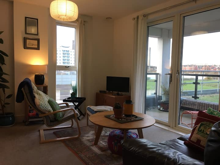 Beautiful Riverside Apartment - Central Newport