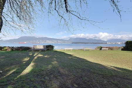 Beachside Getaway on Point Grey Road's Waterfront - Vancouver