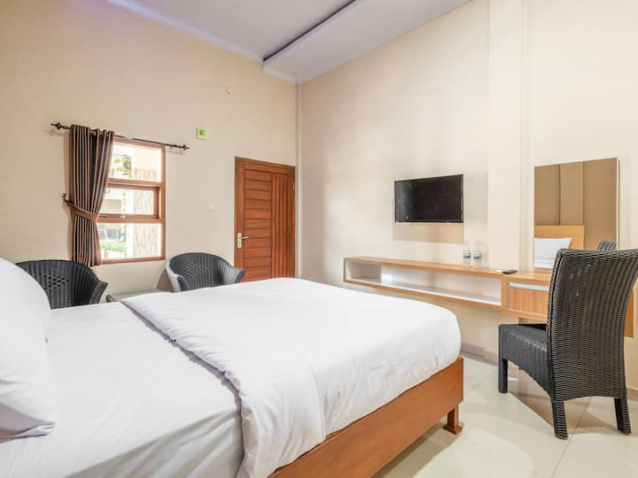 """D' Exclusive """"Minimalist stay with a gym"""""""