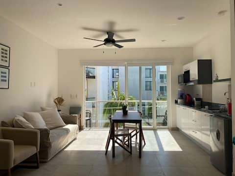 StudioB Balcony Top Location/Amenities 5GWiFi Pool