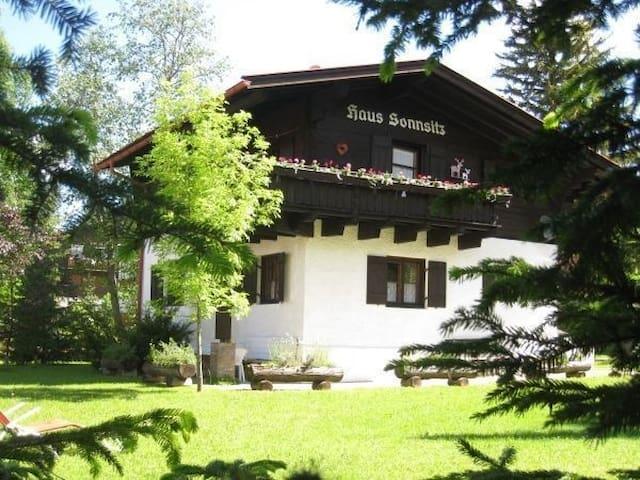 Charmantes Tiroler Haus mit großem Garten